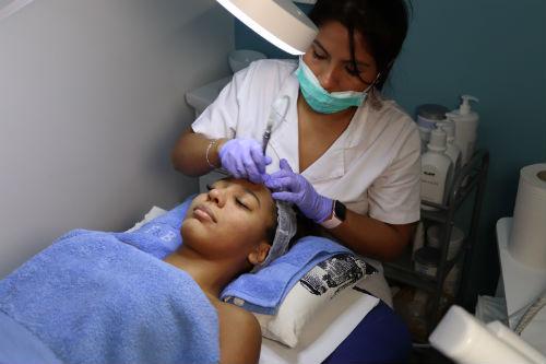 tratamiento microdermoabrasion punta de diamante y máscara led